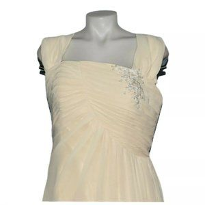 Cream Wedding dress beaded floral accent size 10 s